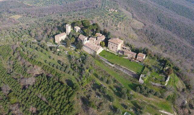 Het castello di Mongiovino vanuit de lucht