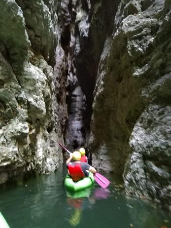 Kayakken door de smalle kloof